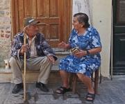 Straatfotografie - Op de stoep in Pyrgi, Chios
