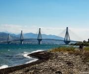 Brug over de golf van Korinthe