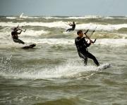 Kitesurfers in Wijk aan Zee