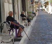 Siesta, straatbeeld in Pyrgi, Chios